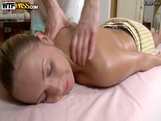 Секс массаж с русской девушкой, которая очень любит сосать хуй парням в порно видео онлайн