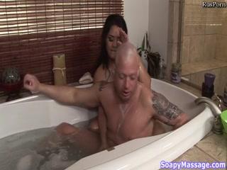 Азиатка массажистка соблазнила парня своими огромными титькам - порно