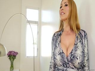 Порно видео со зрелой дамочкой, которая любит минеты от молодых парней в своем возрасте!