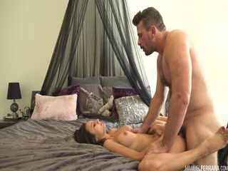 Секс с женой-налоговым инспектором на диване - порно видео для возбуждения
