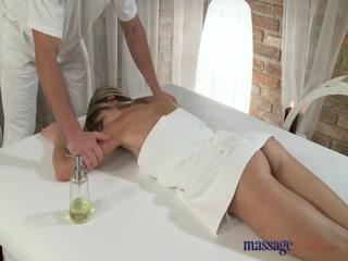 Порно массаж с русской девушкой - смотреть онлайн бесплатно!