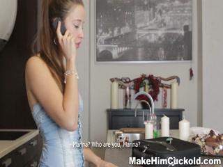 Русское порно видео с молодой девушкой, которая любит секс в общественном месте
