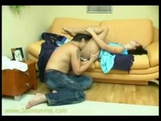 Брат ебет сестру на кровати - видео